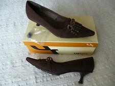Clara Barson Brown Shoes Size 39 2 - 2.5 inch heel (with spare set of heels)