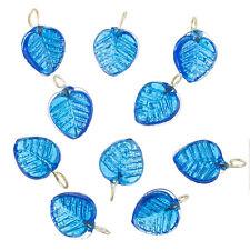 Bleu brillant verre feuille charme Pendentifs 16x12mm Pack de 10 (B 65 / 8)