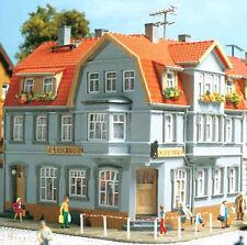 12249 Auhagen HO Kit of a Corner House - NEW