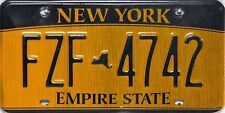 New york license plate, original matrículas con fuertes signos de desgaste.