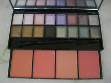MAC 16 SHADES EYESHADOW & 4 SHADES BLUSHER PALETTE