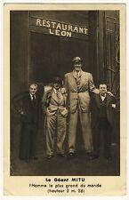 PARIS Restaurant Léon / The Tallest Man of World / Giant Riese * Vintage 30s PC
