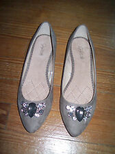 New Jaclyn Smith Brown Tan Faux Suede Jewel Pointed Toe Flats Shoes 7
