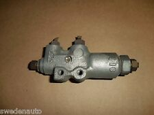 93-95 VOLVO 850 940 960 Brake Line Junction / Reduction Valve -- 3546634 3546635