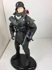 1/6 DRAGON GERMAN FELDGENDARMERIE MOTORCYCLE DRIVER+MP-40+STAND DID BBI WW2 21ST