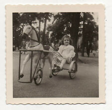 PHOTO - Snapshot Vintage - MANÈGE TRICYCLE CHEVAL - ENFANT  - 1958