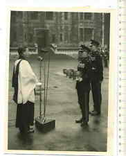 ORIGINAL PRESSEFOTO: CHANGE OVER FUSILIERS CAP - BADGE at TOWER LONDON 1959