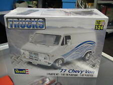 Revell  TRUCKS 1/24 Model Car kit - 1977 Chevy Van #7221