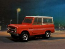 1976 76 FORD BRONCO EXPLORER 4x4 COLLECTIBLE DIORAMA MODEL 1/64 SCALE DIECAST