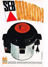 PUBLICITE ADVERTISING 045  1969  SEB  friteuse vous offre 2l huile LESIEUR