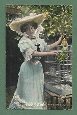EARLY 1900's POSTCARD MARIE STUDHOLME - PRETTY ACTRESS FEEDING A PARROT