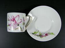 Tasse & sous-tasse porcelaine Fabrique Royale Limoges decor fleur signé Artois