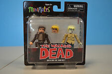 WALKING DEAD MINIMATES SERIES 7 HUNTER CHRIS & ZOMBIE HOLLY
