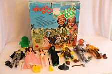 NICE VINTAGE 1974 MEGO WIZARD OF OZ EMERALD CITY PLAYSET w/BOX & 7 FIGURES