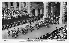 BF38072 majesties passing new admira coronation procession uk queen king royalty
