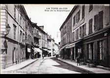 """LA TOUR DU PIN (38) COMMERCE """"CASINO"""" Rue de la REPUBLIQUE animée , vers 1930"""