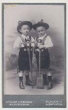 CDV Foto Plauen - 2 kleine Jungen in Lederhose-Tracht (Y141)