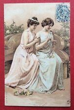 CPA. 1906. Jeunes Filles faisant une Couronne de Fleurs. Style Viennois.