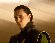 Tom Hiddleston UNSIGNED photo - E353 - Thor
