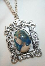 Victorian-Inspire Swirl Frame Peacock Feathers Lady Glass Cameo Pendant Necklace