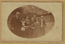 Carte Photo card RPPC Photo groupe hommes femmes et prêtre bt138