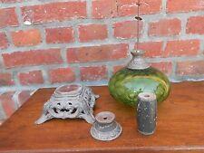 Ancien réservoir et pied de lampe à pétrole. Toupie de piano. Oil Lamp