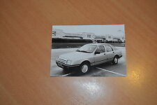 PHOTO DE PRESSE ( PRESS PHOTO ) Ford Sierra 2.0 GL F0478
