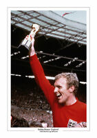 BOBBY MOORE ENGLAND A4 PRINT PHOTO WORLD CUP 1966 TROPHY WEST HAM 2