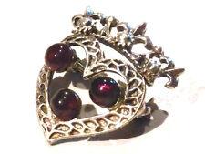 Bijou alliage argenté broche coeur couronné lucite rouge brooch