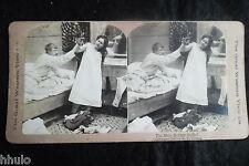 STA804 Scene de genre Homme femme lit voleur albumen Photo stereoview 1900