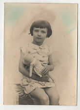 PHOTO ANCIENNE Enfant Fille Poupée en chiffon Poupon Jeu Jouet Vers 1940