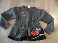 CAKEWALK wunderschöne Strickjacke khaki mit Stickereien Gr. 104 o. 116 NEU ST116
