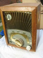 1950 s Emerson SUNBURST 713 A radio plays small wood & plastic