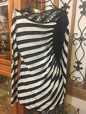NICE WOMEN'S eci LONG SLEEVE BLACK & WHITE STRIPE SHIRT - SIZE M VERY GOOD COND.