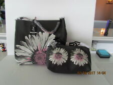 SYDNEY LOVE TRENDS 3 BAGS IN ONE - REVERSIBLE HOBO PINK DAISY + CROSS BODY BAG!