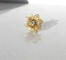 FINE VINTAGE FILIGREE PIN / BROOCH FLOWER SHAPED CLEAR BRIGHT CRYSTAL IN CENTRE