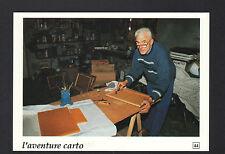 LA VILLEDIEU-en-FONTENETTE (70) Artisan APICULTEUR au travail sur RUCHE en 1991