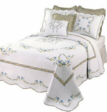 BEAUTIFUL WHITE GREEN BLUE CABIN FLORAL BEDSPREAD XL OVER SIZED QUILT NEW! KING