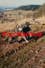Grenztruppen im Gelände  DDR NVA Pressefoto Militärverlag Foto 20x30 cm
