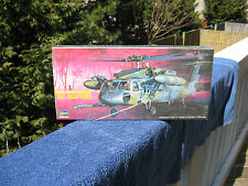 Hasegawa Sikorsky HH-60D Night Hawk Combat Helicopter-1/72 Scale-Model Kit~New