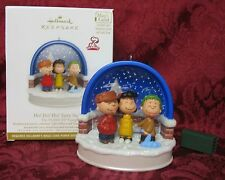 HALLMARK 2011 PEANUTS ORNAMENT~LIGHT SHOW/INTERACTIVE SOUND~HO HO HO TASTY SNOW!