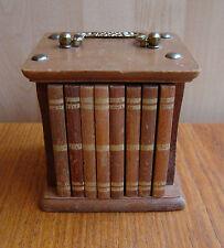 8 vintage en bois d'origine cork coasters en cas avec poignée pour ressembler à des livres