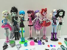 Monster High Lot of 8 Dolls 6 Stands 3 iCoffin Phones Accessories Clothes