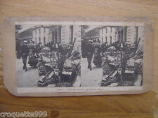 Ancienne photo stereo PARIS les marchands de bric a brac