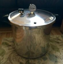 Presto Pressure cooker 22 quart Model 409A Canner Excellent W/ Manual