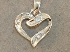 BEAUTIFUL 10K SOLID WHITE GOLD 1/5 CTW HEART PENDANT!