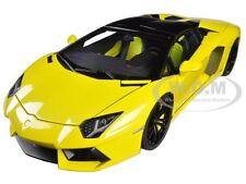 LAMBORGHINI AVENTADOR LP700-4 ROADSTER YELLOW/GIALLO MAGGIO 1/18 AUTOART 74699