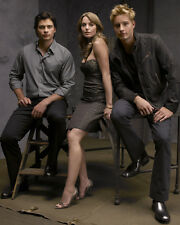 Tom Welling , Erica Durance & Cast (25587) 8x10 Photo