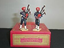 BRITAINS 00139 17TH PURBIAH BAND DRUM MAJOR + PIPER METAL TOY SOLDIER FIGURE SET