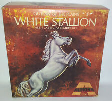 MODEL KITS : WHITE STALLION VINTAGE MODEL KIT MADE BY AURORA
